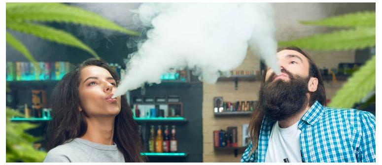 10 Motivi per cui fumare ganja insieme può migliorare una relazione