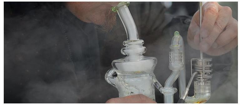 7 strumenti essenziali per il dabbing con la cannabis